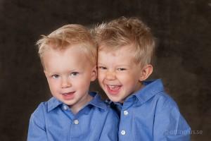 Barnbilder på två busiga kilar