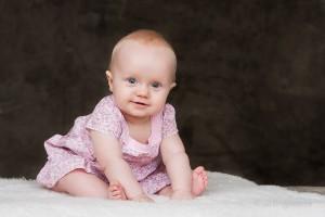 Barnfotografering på en liten söt tjej
