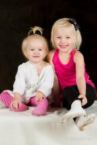 Barnporträtt på två tjejer