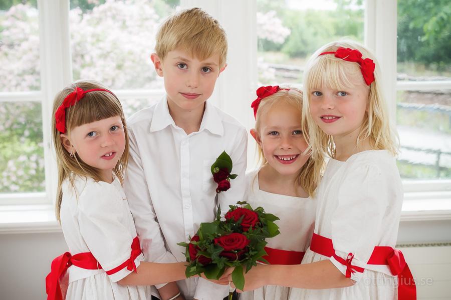 Lånar Landvetters församlingshem för bröllopsfotograferingen pga. regnet