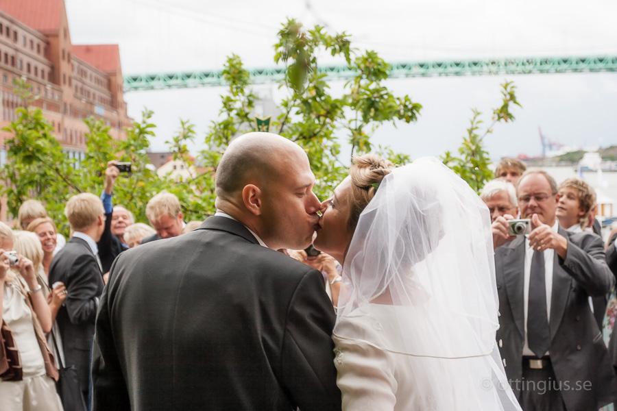 Gratulationer efter vigsel i S:ta Birgittas kapell