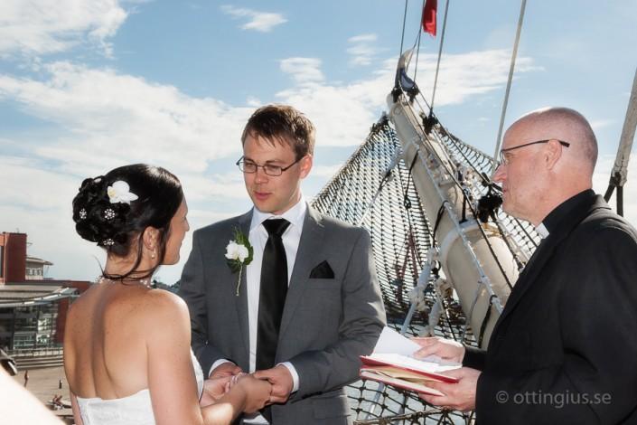 Bröllop och vigsel i fören på Barken Viking