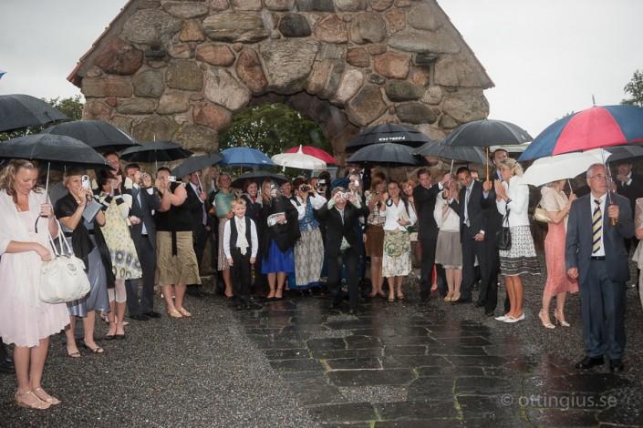 Regnigt bröllop vid Masthuggskyrka