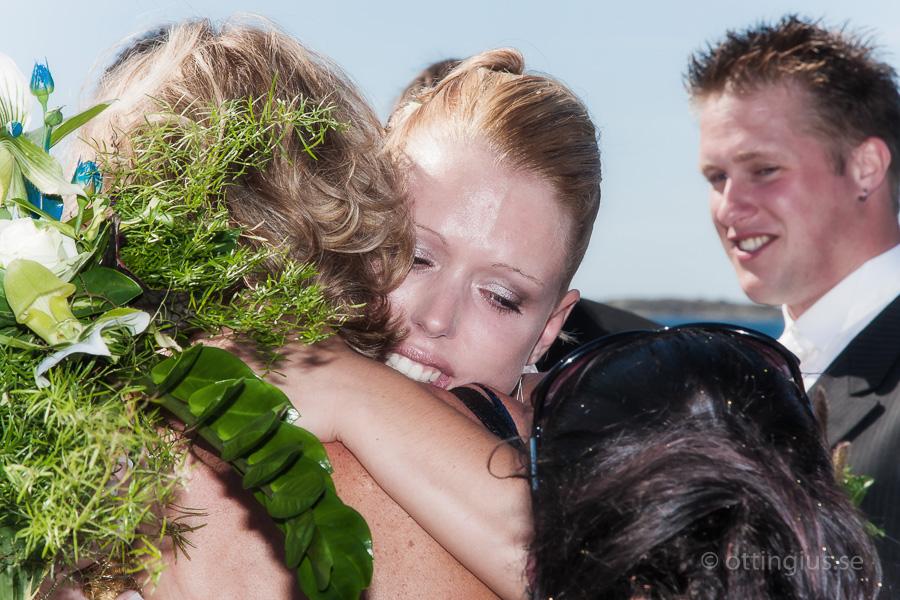 Känslosamt möte mellan bruden och hennes mor