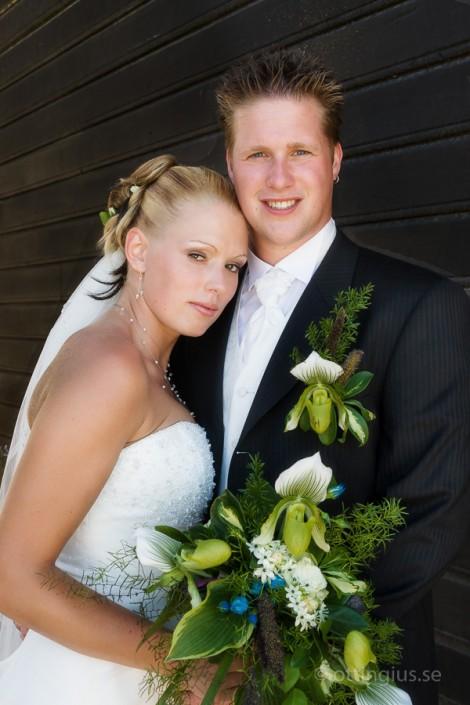 Ett vackert brudpar som har sitt bröllop i Särö